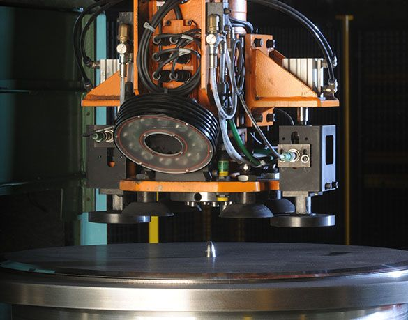 this is an image of a machine working on a disc blade